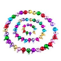 jingle perlen großhandel-Mischen Sie Farben Bells kleine Jingle Eisen Perlen Startseite Weihnachtsdekoration Geschenke DIY Anhänger Handwerk handgemachte Accessoires