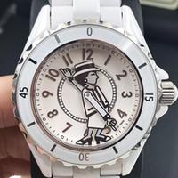 zafiro cuarzo ceramico negro al por mayor-Señora de lujo blanco / negro de cerámica de zafiro espejo de cristal relojes de alta calidad de moda de cuarzo exquisitos relojes de pulsera de mujer