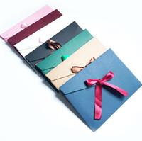 paquetes de invitación al por mayor-Originalidad Cinta de seda Sobre Retro Colorido Embalaje Caja Sobres Color puro Invitación en blanco Tarjeta Regalo con Bowknot 0 65yf ff