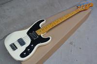 белые гитарные струны оптовых-Белая электрическая бас-гитара с черным Pickguard, желтым Fretboard клена, 4 строки, оборудование Крома, подгонянное предложение