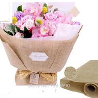 keten kumaş çiçekler toptan satış-8 Rulo 5 yard * 48 cm Çiçek Ambalaj Pamuk Keten Kumaş Elyaf Tekstil Doku Kağıt Şarap Gömlek Ayakkabı ambalaj Kağıdı Hediye Paketleme Malzemesi