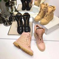 botas de agujero negro al por mayor-agujero de hardware de cuero genuino negro + beight + rosa punta redonda botas de tobillo de las mujeres otoño invierno señoras martin botas zapatos planos de la pista