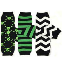 bebek şivron tozluk toptan satış-3 Pairs Boy Bacak Isıtıcıları Kafatası Cadılar Bayramı Yeşil Siyah Korsan Kafatası Bebek Bacak Isıtıcı / Tayt / Chevron yüksek çorap