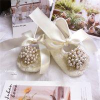 häkeln weiße babystiefel großhandel-Elfenbein Spitze Vintage Luxus Pearls Charm Baby Girl Geschenk Schuhe Hochzeit handgemachte süße Prinzessin Schuhe Bling Kleinkind 0-1