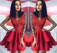 vestido de camada curta vermelha venda por atacado-2018 Camada De Cetim Vermelho Ruffles Vermelho Curto Vestidos de Cocktail A Linha V Pescoço Apliques Top Joelho Comprimento Homecoming Vestidos de Baile Vestido de Noite