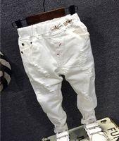 4334f2f6264c46 Pantaloni pantaloni buco rotto bambini 2018 Jeans bambino maschi marca moda  autunno 2-7Y bianco bambini pantaloni bambini abbigliamento AQ890