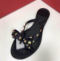 модные хрустальные заклепки оптовых-Новые летние женщины шлепанцы тапочки плоские сандалии лук заклепки мода ПВХ Кристалл пляжная обувь size35-41 + коробка