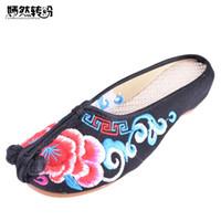 черная ткань китайская обувь оптовых-Летние Женские Тапочки Хлопок Старый Пекин Плоские Сандалии Китайский Цветок Вышитые Черный Красный Дамы Ткань Обувь Сандалии