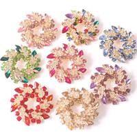 çelenk broşları toptan satış-Üst Sınıf Takı Hediyeler Renkli Rhinestone Dairesel Broş Köpüklü Kristal Kadınlar Yuvarlak Garland Pins 12 Renkler Moda Kadınlar Takı