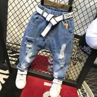 niños de jeans rotos al por mayor-Pantalones para niños Pantalones de moda para niños Pantalones vaqueros para niños Pantalones vaqueros desgastados Pantalones de mezclilla para niños Pantalones para bebés infantiles Jean Jean C12035 (Sin cinturón