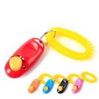 ingrosso z cinghie-Mini cane di plastica Pet Cat Puppy Button Click Clicker Training Trainer con la cinghia da polso portatile Guida per portachiavi fascino di alta qualità 3tt Z