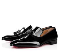 zapatos de la boda de la borla al por mayor-Vestido de fiesta Boda Slip On Mocasines Zapatos para hombre Diente de león borla Zapatilla de deporte Fondo rojo Oxford Zapatos Ocio Hombres de ocio plana