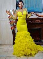 plumas de vestidos amarillos al por mayor-2018 vestidos de noche de satén amarillo sirena joya de manga larga de tren de barrido vestidos de baile con cuentas de plumas vestidos de fiesta africana
