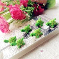 suni süs eşyaları toptan satış-Bahçe için Yapay Sevimli Yeşil Kaplumbağa Hayvanlar DIY Mikro Reçine Peyzaj Süsler Peri Bahçe Minyatürler Dekorasyon 0 45by ff