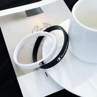 personalisierte sport armbänder großhandel-Personalisierte Einfache Brief Sport Armbänder Basketball Männer und frauen Gummi Armband Student Paar Energie Silikon Armbänder