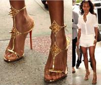 zapatos de tacón novedad al por mayor-2018 novedad sexy punta abierta correa de tobillo mujer sandalia tacones delgados de color negro de oro sandalias de verano zapatos de tacón alto remache sandalia