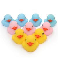 ingrosso giocattoli blu dei ragazzi-10pcs il classico Baby Kids rosa / giallo / blu gomma galleggiante anatre bagno giocattoli acqua divertente gioco a giocare ragazzi, ragazze giocattoli per bambini