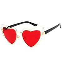 lunettes roses en forme de coeur achat en gros de-2018 Love Heart forme lunettes de soleil femmes fil métallique cadre Vintage Retro Cat Eye lunettes de soleil rouge rose jaune lentille UV400