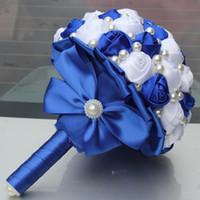 buket yastıkları toptan satış-Şenlikli Kraliyet Mavi Beyaz Renk Inciler Boncuklu Yapay Gelin Düğün Buketleri Basit Dayanıklı Yarım Topu Yay Dikiş Tutan Çiçekler