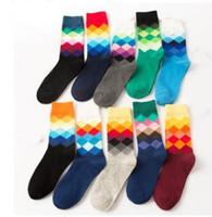 mutlu moda toptan satış-20pcs = 10pairs Yüksek Kalite Marka Mutlu çorap İngiliz Stil Ekose Çorap Gradient Renk Erkeğin Moda Kişilik Pamuklu Çorap Ypf6