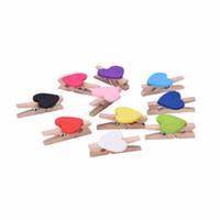 kalp giyim klipleri toptan satış-10 adet DIY Mini Aşk Kalp Ahşap Clothespin Ofis Malzemeleri El Sanatları Klipler Giysi Kağıt Peg Clothespin rastgele renk