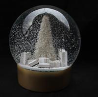 grandes caixas de presente de natal venda por atacado-Globo de neve com grande árvore de Natal dentro de bola de cristal de neve e caixa de presente para presente de Natal de novidade cliente vip