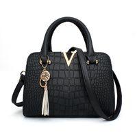 tasarımcılar timsahlı deri çanta toptan satış-Vintage tote çanta Timsah deri Kadın basit Çanta V harfleri Tasarımcı Çanta Lüks kalite Crossbody püskül Messenger Çanta