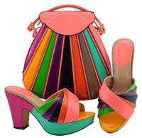 zapatos a juego conjuntos de bolsos al por mayor-Las zapatillas de mujer más coloridas de color durazno y melocotón con un conjunto grande de bolsos africanos combinan con el bolso para el vestido MD008, tacón 10.5 CM