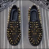 zapatos de vestir puntitos de goma al por mayor-Moda de goma Parte inferior de la parte superior superior de la mujer, Zapatos de los hombres Zapatillas de deporte de los remaches, Remaches del diseñador de lujo Zapatos para caminar planos, Vestido de boda de la fiesta 38-44 n94