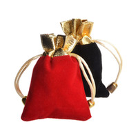 kleine samt-tunnelzugtaschen großhandel-Kleine Samt Schmuck Verpackung Taschen Kordelzug Beutel Hochzeitsgeschenk Taschen rot und schwarz 4 Größen für wählen Sie 50 Stück Lot