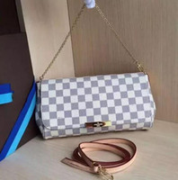 Wholesale Pearl Envelopes - 2017 hot new fashion Europe and America lock the pearl chain flowers women Shoulder Messenger Bags free ship