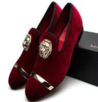 el yapımı i̇talyan erkek elbiseleri ayakkabı toptan satış-Yeni Moda Altın Top ve Metal Ayak Erkekler Kadife Elbise ayakkabı İtalyan mens elbise ayakkabı El Yapımı Loafer'lar c76.