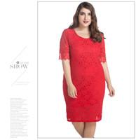 dantel iş kadın giyim toptan satış-Artı Boyutu Kadın Giyim Yüksek Kalite Hollow Out Çiçek Dantel Kısa Kollu Seksi Elbiseler Kadın Kalem Elbise Iş Elbisesi M-7XL