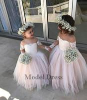 uzun uzun çiçekli kız elbiseleri toptan satış-Balo Çiçek Kız Uzun Kollu Illusion ile Dantel Elbiseler Aplikler Tül Kat Uzunluk Sheer Boyun Kızlar Pageant elbise için parti