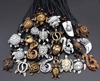 geschnitzte halsketten großhandel-Mischungsauftrag Mischungsart Art und Weisemannfrauen Nachahmung Yak-Knochen schnitzte glückliche surfende Seeschildkröte-Anhänger-Halskette 30pcs / lot