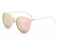 kutu filmleri toptan satış-2018 klasik kadın polarize güneş gözlüğü moda retro eğilim ile güneş gözlüğü renkli film gözlük sürücü ayna W7022 kutu çanta gözlük bez
