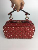 remaches de oro negro al por mayor-2018 Bolso de piel de oveja Rhombus Gold Rivet Chain Bag Bolso de cremallera Small Red Black Colord