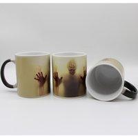 кружки для изменения цвета тепла оптовых-Керамические Новейший дизайн зомби Изменение цвета Кружка кофе Heat Senstive Magic Tea Cup Кружки Walking Dead Кровавые руки подарков