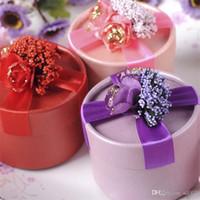 caixa redonda de embrulho venda por atacado-Romântico Lavanda Wrap Boxes Favor de Decoração de Festa de Casamento Caixa de Doces de Chocolate Bonito Rodada Saco de Presente de Design 0 8wk ff