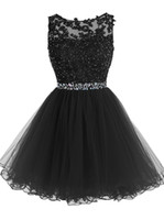 kristall-cocktails großhandel-Sweet 16 Short Prom Dresses Spitze Applikationen mit Kristallperlen Puffy Tüll Cocktail Partykleider Little Black Graduation Homecoming Kleider
