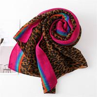 ingrosso sciarpa di stampa del leopardo blu-Sciarpa stampata Leopard stampato a righe blu rosso per le donne Elegante autunno primavera inverno Coperte sciarpe Scialle Lusso caldo volant