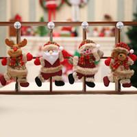 pequenas decorações de árvore de natal venda por atacado-Enfeites de presente de natal papai noel da árvore de boneco de neve novidade brinquedo de natal feliz pendurar cervos urso pequeno boneca decorações natal janela mordaça