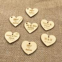 şekerleme tarihleri toptan satış-50 Kişiselleştirilmiş özel Kazınmış düğün adı ve tarih Aşk Kalp ahşap Düğün Hediyesi Masa Dekorasyon Şeker Etiketleri Şekerleri