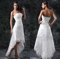 sexy vestidos cortos de verano al por mayor-2018 vestidos de novia apliques sin tirantes sexy encaje alto bajo poco marfil blanco con cordones espalda playa de verano corto vestidos de novia