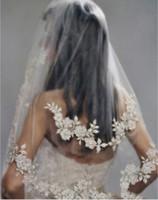 ingrosso velati da sposa d'argento-Perline per unghie in pizzo argento Traforato a strati Velo di pizzo con perline con pettine Veli da sposa corti velos de novia voile mariage Accessori da sposa