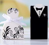 gelin elbisesi hediye kutusu toptan satış-YENI Düğün şeker kutusu Gelin Damat Düğün Gelin Favor iyi Hediye Kutuları 50 çift / 100 adet Kıyafeti Smokin