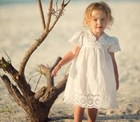 ahuecar el diseño de encaje al por mayor-vestido de la muchacha ropa de verano 100% algodón V-cuello de manga corta de encaje ahueca hacia fuera el diseño vestido de niña cómoda