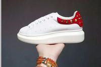 robe de rue rouge achat en gros de-AM Classics Lovers Baskets basses blanches pour hommes et femmes à la mode Skull Sneakers Street Footwear Dress Shoe Chaussure de sport formateurs Red Flat