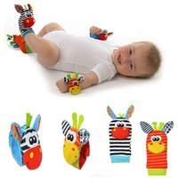 bebek oyuncak ayak çorap bebek toptan satış-Sozzy Karikatür Sevimli Hayvan Yumuşak Oyuncaklar Bebek Bebek Çocuk El Bandı Bileklik Ayak Çorap Çıngıraklar Erken Eğitim Oyuncaklar 12 Stilleri AAA846