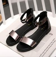 sandalias de color plano al por mayor-Damas de verano, nueva pu, hebilla de dos colores, zapatos diseñados brevemente, sandalias de fondo plano, zapatos con punta abierta zyws01